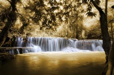 Wodospad w kolorze sepia