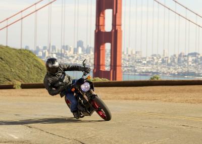 BG1424 Motocykl przy Golden Gate