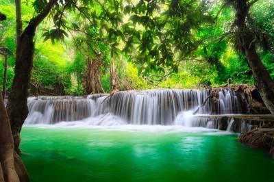 Krajobraz z wodospadem