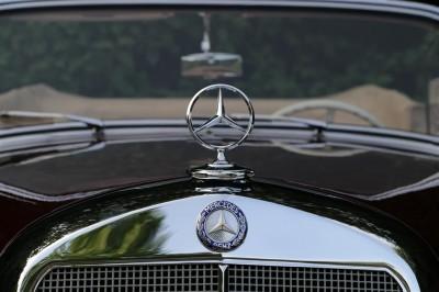 Znaczek Mercedes Benz