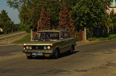 Duży Fiat 125P Polski samochód
