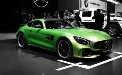 Zielony Mercedes AMG GTR