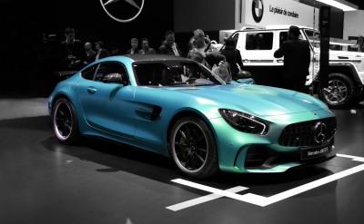 Błękitny Mercedes AMG GTR