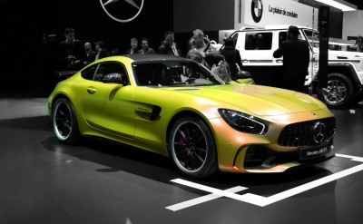 Żółty Mercedes AMG GTR