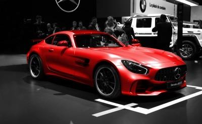 Czerwony Mercedes AMG GTR