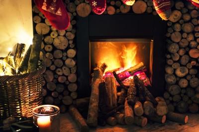 Świąteczny wieczór przy kominku