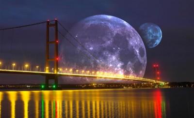 Dostojny księżyc za mostem