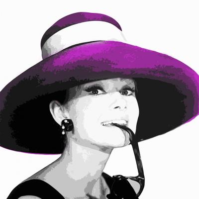 Audrey Hepburn we fioletowym kapeluszu
