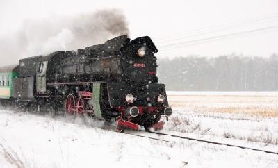 Pociąg Ol49-59 zimą
