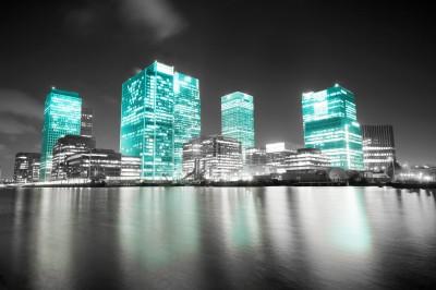 BG662 Czarno-białe zdjęcie z Londynu z niebieskimi wieżowcami