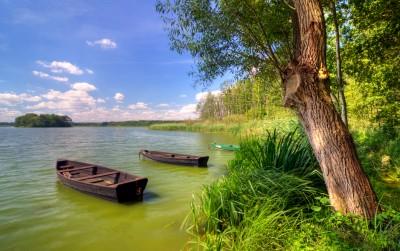 Łódki wędkarskie na Jeziorze Wolsztyńskim