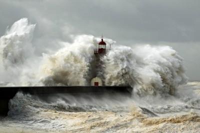 Latarnia morska podczas sztormu
