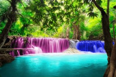 Kolorowy tajlandzki wodospad