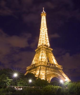 Wieża Eiffla w nocnym ujęciu