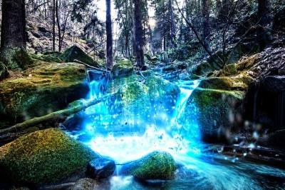Wodospad na rzece w górach