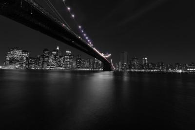 BG1433 Fioletowe światełka mostu w Nowym Jorku USA