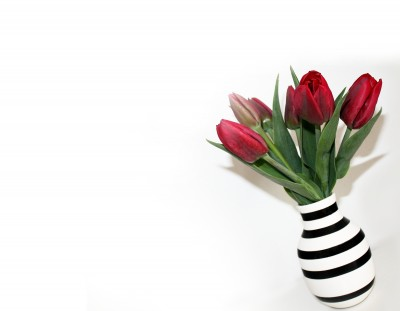 BG1540 Wazon w paski pełen tulipanów