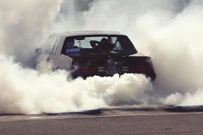 Drift z paleniem gumy