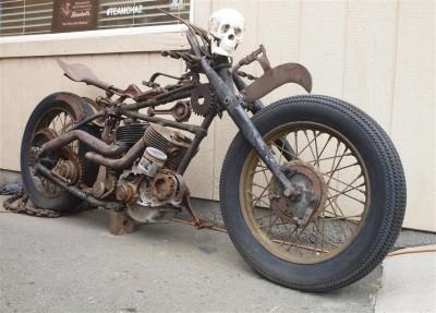 Motocykl z czaszką