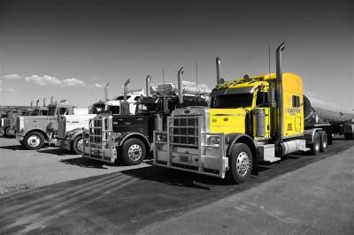 Żółta ciężarówka made in USA