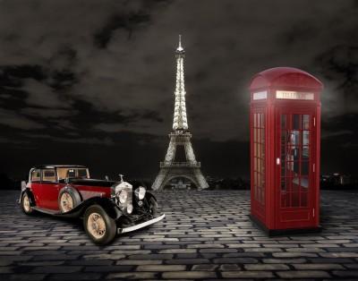Rolls Royce przed Wieżą Eiffla