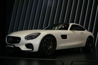 Biały Mercedes Maybach