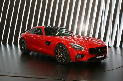 Czerwony Mercedes Maybach