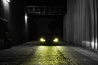 Audi R8 w nocnej scenerii