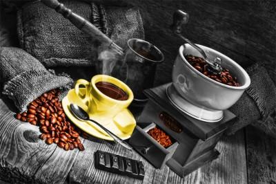 Żółta filiżanka do kawy