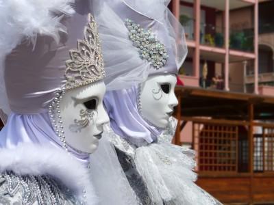 Zabawa w Wenecji w maskach