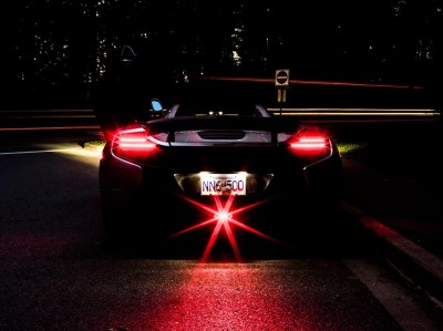 Nocne ujęcie McLarena