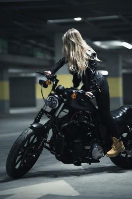 Blondyna na motorze