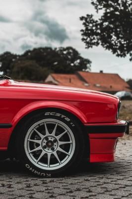 Czerwone BMW 330 M3