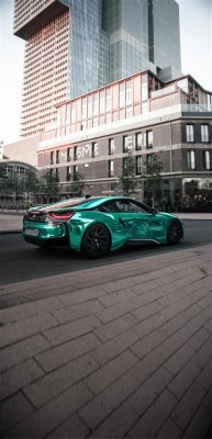 Turkusowe BMW i8