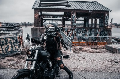 Laska na Harleyu
