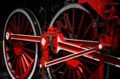 Czerwone koła parowozu z Wolsztyna