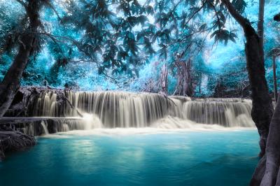 Turkusowy wodospad w Kanjanaburi