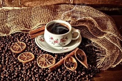 Filiżanka kawy z wanilią i pomarańczami