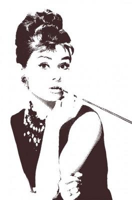 Audrey Hepburn z cigaretką