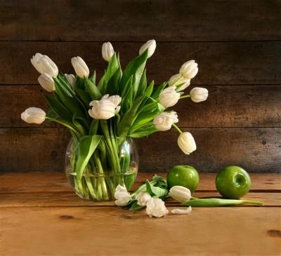 Bukiet tulipanów w wazonie