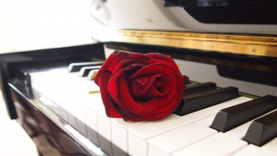 Różna na pianinie
