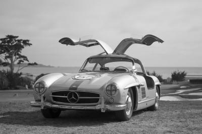 Mercedes w podnoszonymi drzwiami