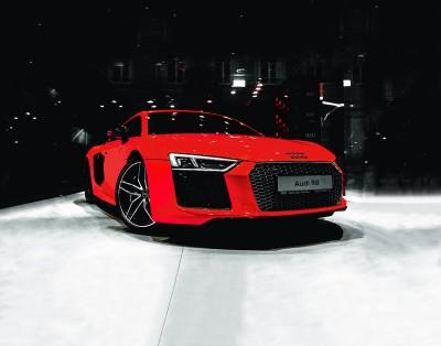 Czerwone Audi R8